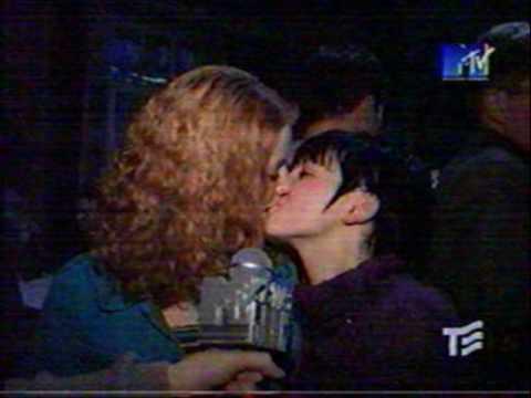 Youtube lesbian kiss 22 - 2 7
