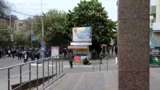 В Мариуполе солдаты расстреливают людей 09 05 2014
