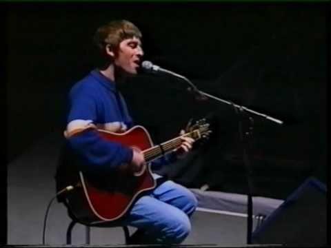 Oasis live: Champagne supernova, Wonderwall (acoustic).