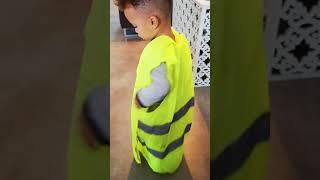 Gilet jaune bébé danse