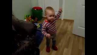 Танец маленьких утят танцует девочка Кристина (1,5 года)(, 2015-10-11T21:57:44.000Z)