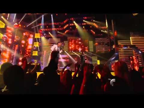Santa Diabla cantada por Carlos Ponce y Aarón Díaz Premios Tu Mundo 2013