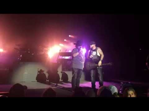 Colt Ford and Brantley Gilbert - Dirt Road Anthem (Live)
