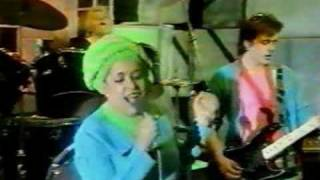 X-Ray Spex - The Day The World Turned Dayglo (TOTP)