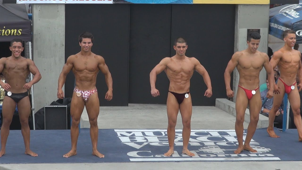 Bikini girls naked cum
