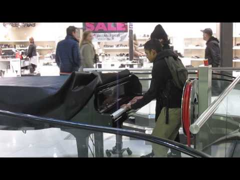 Piano Playing Illegale In Central Plaza Rotterdam