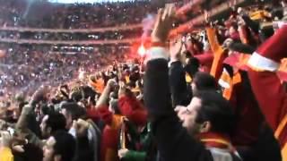 Galatasaray -Fenerbahçe Sneijder'in Fenerbahçe'ye Attığı Gol Tribünden   YouTube