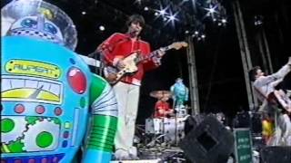 The Flaming Lips - Fight Test - T In The Park 2003