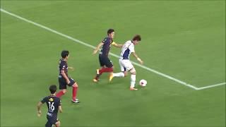 後方からのロングパスを収めたファン ウィジョ(G大阪)が相手の意表を...
