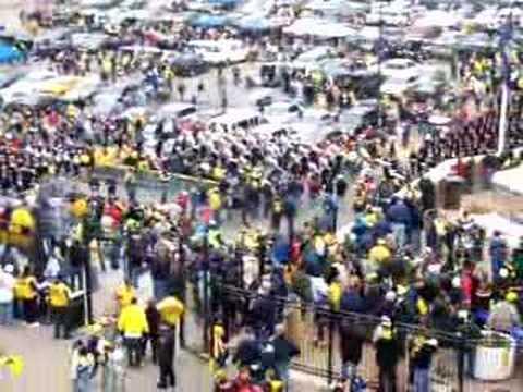 Ohio State band marching to Michigan stadium