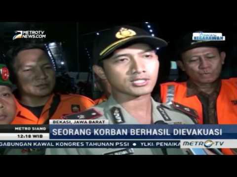 Menegangkan! Evakuasi Korban Robohnya Tangga Darurat Apartemen di Bekasi Mp3
