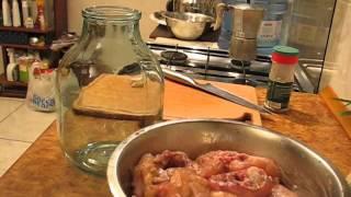 Мужик на кухне - Курица в банке в духовке !!!