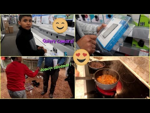 Juanito saludando comiendo chile de Ciruela 😁de mama Rosa Nov-14-2018