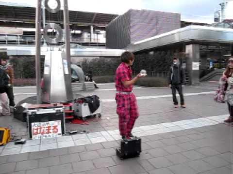 biểu diễn ở ngoài phố