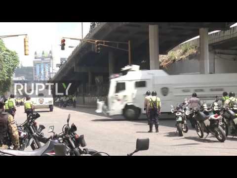 Venezuela: Protest against Maduro turns violent in Caracas