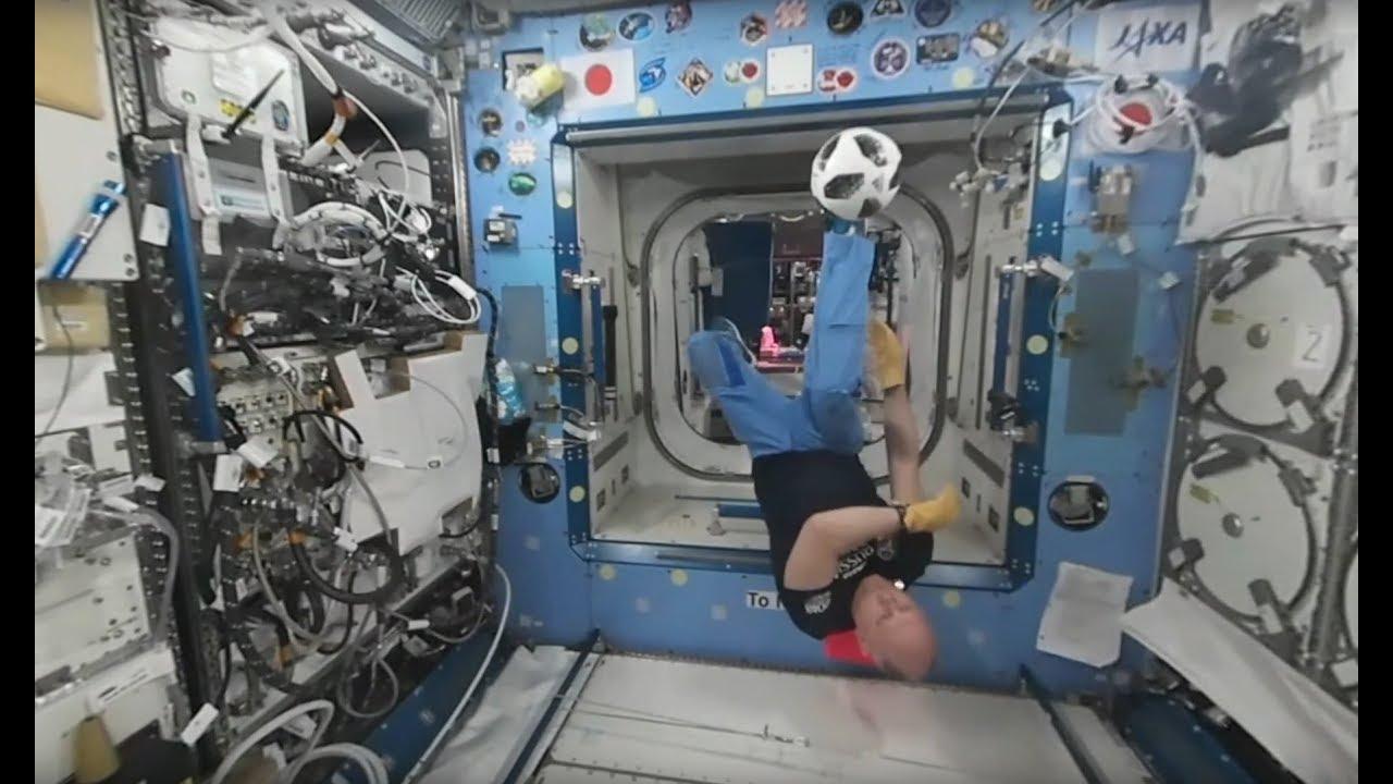 Видео 360°: российские космонавты сыграли в футбол на МКС