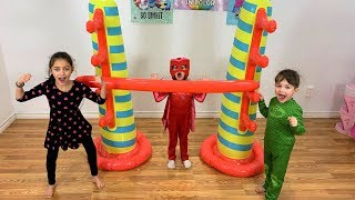 Kids play Inflatable Limbo Challenge with Learn and Play with Zack!!