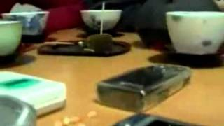 Как с помощью мобильного телефона поджарить попкорн