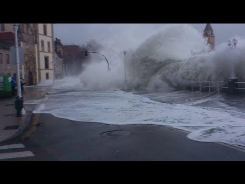 Gijón Olas gigantes arrasan costa cantábrica 2014