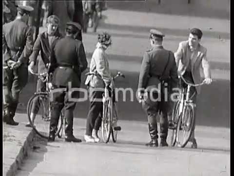 Police checks at the border Bahnhof Friedrichstraße 1961