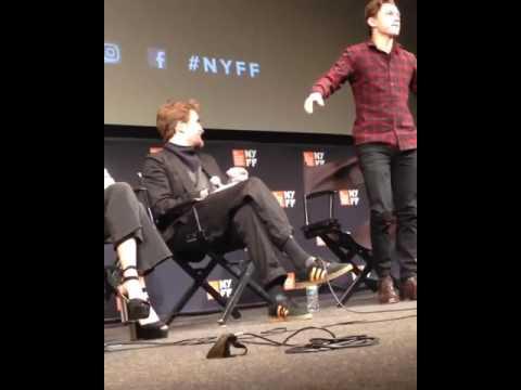 """Tom Holland se cae de su silla en la premier de """"The lost Of City Z"""" en NY."""
