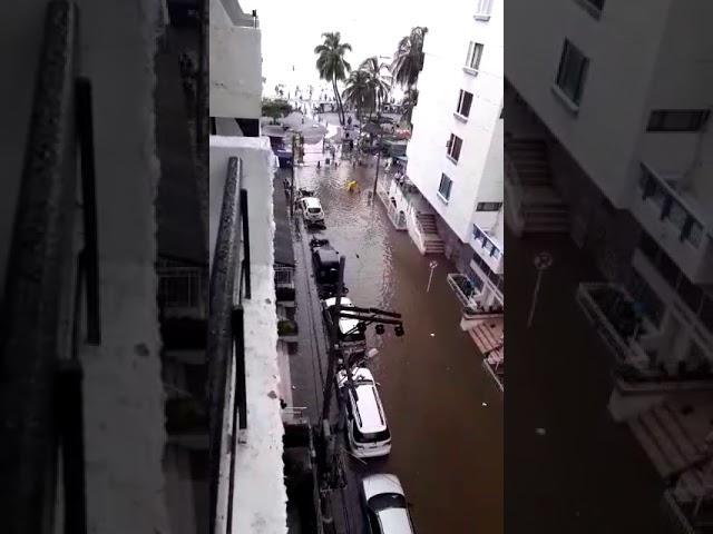 Una 'lloviznita' inundó a El Rodadero y el alcantarillado colapsó