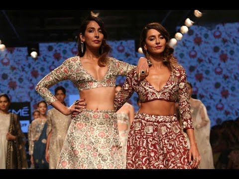 Monica Dogra & Shibani Dandekar Hot Ramp...