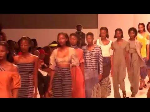 Un événement de mode célèbre les femmes rondes au Cameroun [no comment]