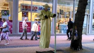 alien like man walks on air  (amazing)