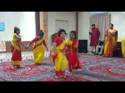Moyna chalat chalat kore by Dyuti, Prachi, Rohini and Trisha