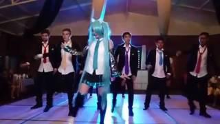 hatsune miku levan polka (baile de 15 años)
