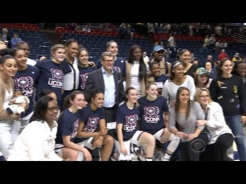 UConn's women's basketball team wins 100 straight