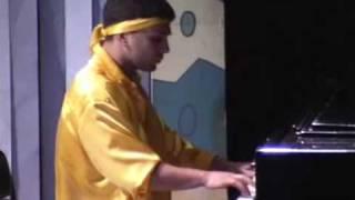 Квартет И. Леша играет на рояле
