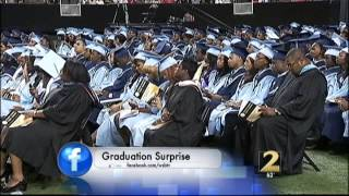 Soldier surprises daughter at high school graduation
