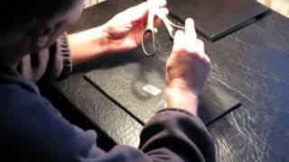 Как разрезать монету канцелярскими ножницами How to cut a coin stationery scissors