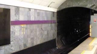 Въезд поезда метро на станцию Адмиралтейская (линия 5-ая СПБ)