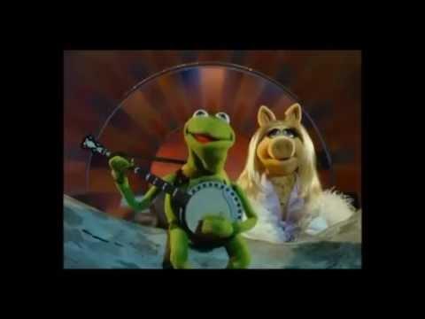 Kermit & Miss Piggy sing Lua