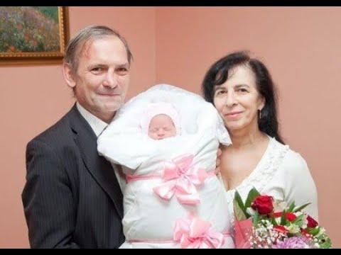 Москвичка родила дочь в 60 лет. Как сегодня выглядит малышка и как живет необычная семья