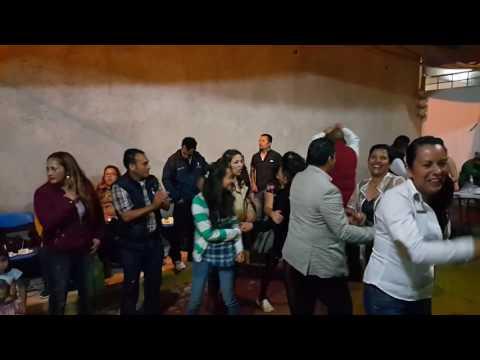 Eduardo Alonso Vicenteño bailando a mover la colita La Magica Sonora