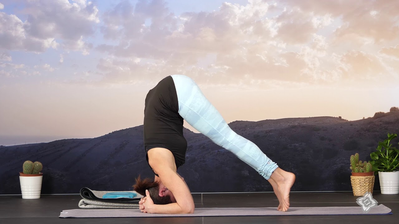 Posture Sur La Tête Sirsasana Yoga By Decathlon Youtube