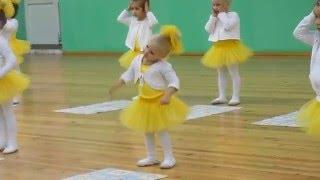 Танец 'Разноцветная игра'. Наш позитивчик! (София Тихомирова-3 года)