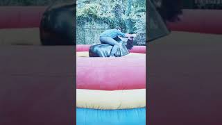 Guy Tries His Best to Stay Put But Falls Off Mechanical Bull - 1067572-2