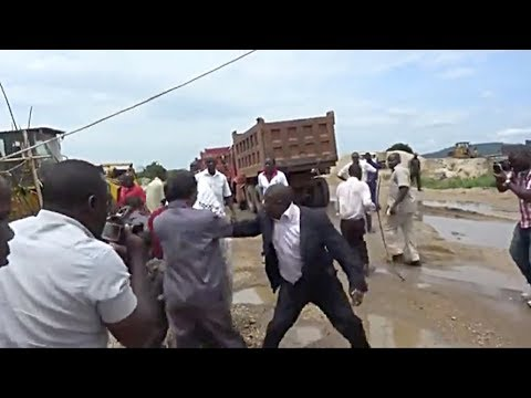 Chinese Workers Assaulting Ugandan Minister Over Arrest For Illegal Sand Mining