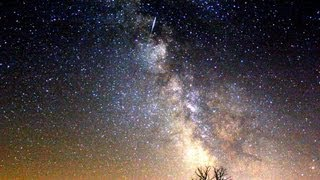 Perseidák. Time lapse. The Perseid meteor shower...