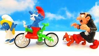 SMERFY i jazda na rowerze. Ale niestety Gargamel zauwazyl Pape Smerfa i zaczal gonic smerfy