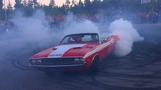 Dodge Challenger 426 HEMI - INSANE BURNOUT and DONUTS!!
