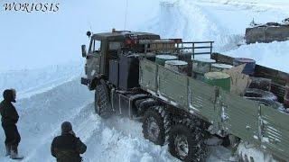 КАМАЗ тягач 6х6 буксует в снегу