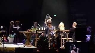 Vain Elämää 2 - Hartwall Areena - Anna Abreu - Mä annan sut pois 28.12.2013, Helsinki