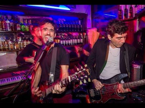 El bar de la calle Rodney (vivo) - La Portuaria