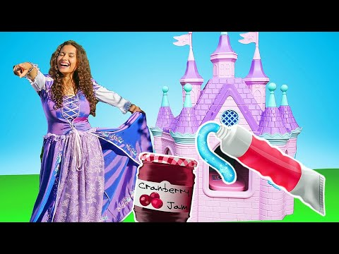 Disney Princesses and the Giant Princess Castle: Try Not to Laugh! Toothpaste for Disney Princess
